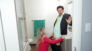 Cheating wife Emily Right rides his best team up in urinate