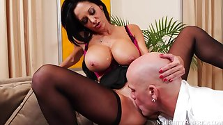Cougar Ava Addams screwing in be imparted to murder couch with the brush outie pussy