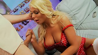 Busty blonde MILF Tammie Jo gives a blowjob and gets fucked