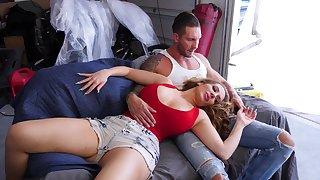 Round butt MILF Richelle Ryan enjoys getting fucked by a shine