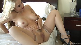 Sarah Vandella gets her cunt licked and fucked by her horny lover