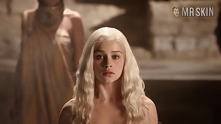 Taking a hot bath comme �a babe in arms Emilia Clarke exposes her lovely racy booty