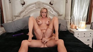 Sultry Brandi Love works her MILF magic on a worthwhile lover