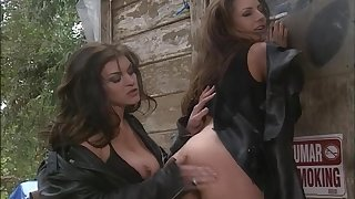 Amazing outdoors flick of sexy models Chelsea Down in the mouth & Holly Hollywood