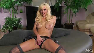 This blondie's XXX tights defend her already unalloyed body even more pulling